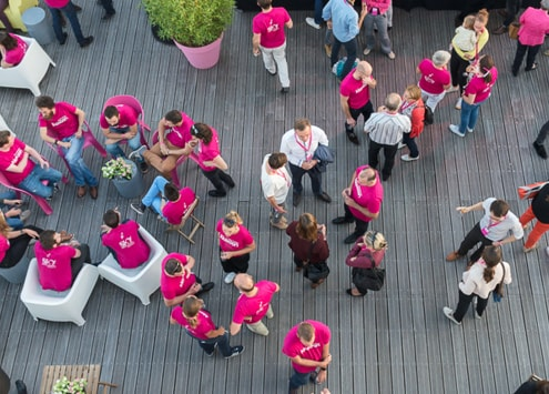 Team spirit on Klaxoon Campus' terrace